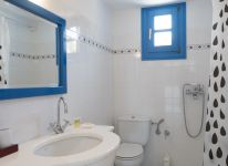 17-Captains-Home-ART-villa-bathroom-at-upper-level